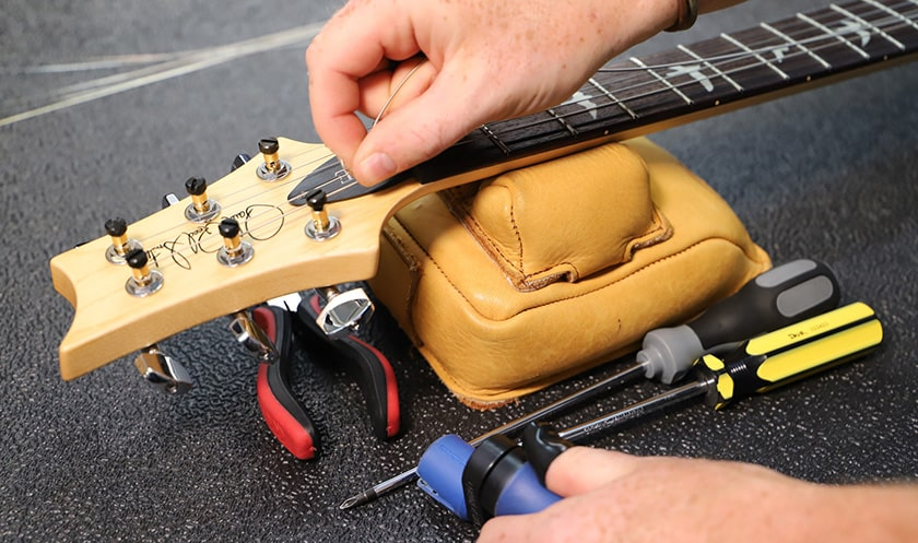 What guitar strings are suitable for a beginner?