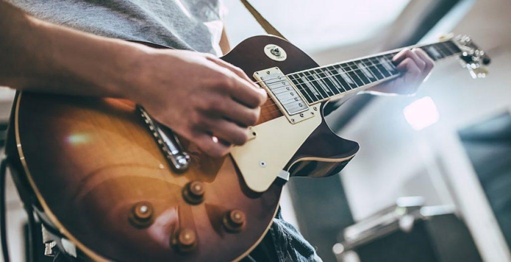 Guitar vs Bass